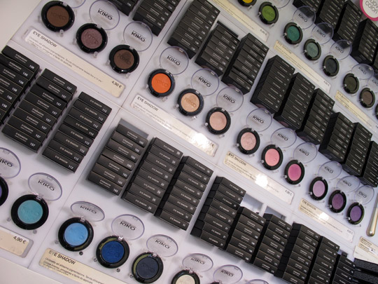 kiko-milano-eyeshadow-display